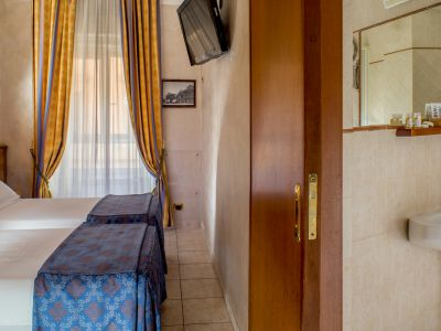 hotel assisi rome room 6